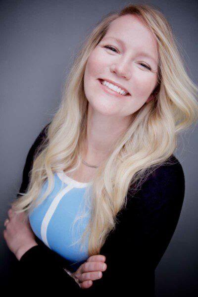 Amy Leo Warm Smile Blue Shirt
